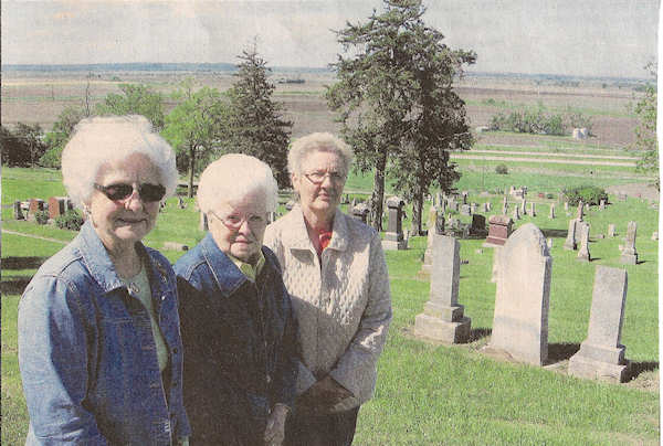 Photo of Julia Bennington, Uldeen Cooper and Elaine Eilers